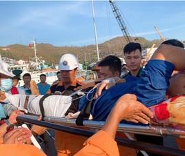 Cứu 1 ngư dân nguy kịch trên vùng biển Khánh Hòa