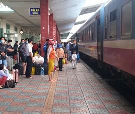 Đường sắt bị ách tắc tại Khánh Hòa do ngập lũ