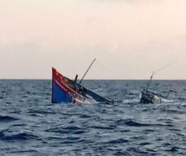 2 ngư dân mất tích do tàu cá bị sóng đánh chìm