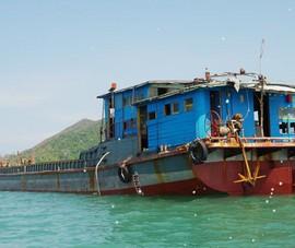 Phát hiện tàu chở hàng trôi dạt trên biển Bình Định