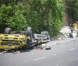 Xe tải đổ đèo Cù Mông đâm vào vách núi, 2 người chết