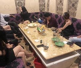 Gọi tiếp viên đến quán karaoke, mở tiệc ma túy giữa dịch