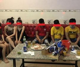 Hát karaoke giữa dịch, 8 người bị phạt 117,5 triệu đồng