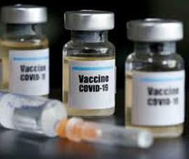 Chủ tịch xã mời 20 người thân của cán bộ tiêm vaccine sai quy định