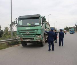Tài xế xe quá tải 'theo dõi' Thanh tra giao thông