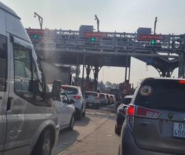 Nghỉ lễ, giao thông tê liệt ở nhiều ngả đường