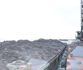 Bắt 2 tàu cẩu khủng đang trộm cát trên sông Cổ Chiên