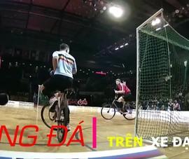 Những ngôi sao chơi bóng đá trên xe đạp