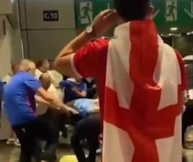 Wembley lộn xộn 'vé lậu' vỡ sân và để hooligan đàn áp CĐV Ý