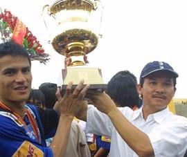'Dừng luôn V-League 2021, trao cúp vô địch cho HA Gia Lai'