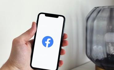 Apple đe dọa gỡ bỏ Facebook khỏi kho ứng dụng?