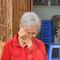 Bà con huyện Núi Thành rơi nước mắt khi nhận tiền sửa nhà