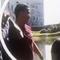 Bị hỏi sốc, Cristiano Ronaldo ném micro của phóng viên xuống hồ