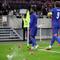 Sterling ăn mừng cho tuyển Anh, bị CĐV trút giận