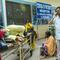 Ấn Độ: Đau xót cảnh người nhà bệnh nhân đâm bác sĩ vì quẫn trí