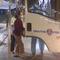CSGT giúp vợ chồng lớn tuổi đi bộ trên Quốc lộ 22 giữa đêm khuya