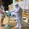 Phường chăm sóc hơn 30 người về miền Tây nhưng kẹt lại ở Bình Tân
