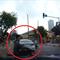 Thanh niên không đội mũ bảo hiểm vượt đèn đỏ gây tai nạn
