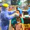 Video: Bình Dương lấy mẫu xét nghiệm COVID-19 cho 4000 người dân trong đêm