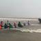 Video: Bộ đội biên phòng dầm mưa giúp ngư dân kéo tàu thuyền lên bờ tránh bão