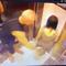 1 người nước ngoài vỗ vào vùng mông phụ nữ trong thang máy