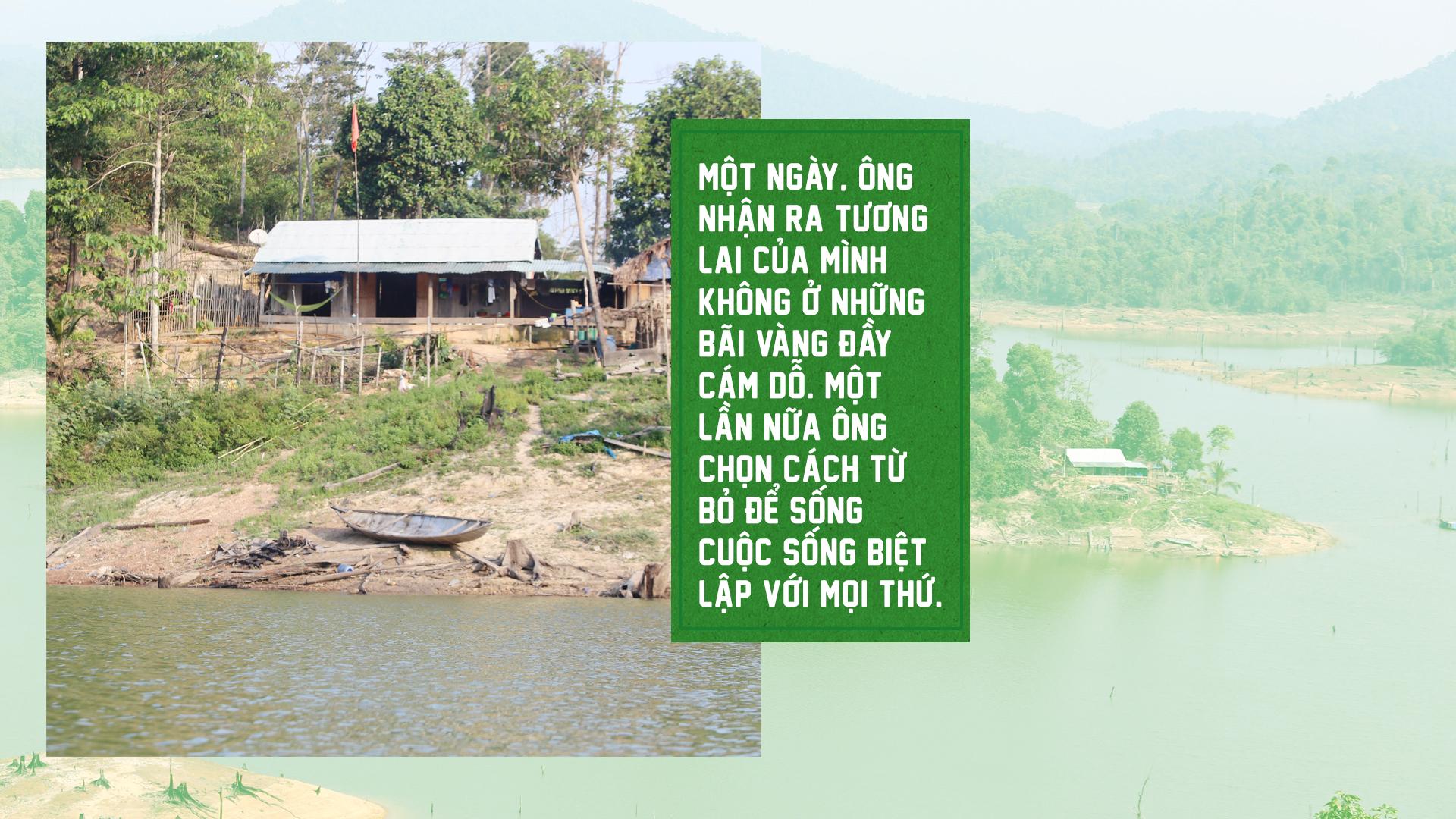 Hai 'dị nhân' 17 năm sống giữa lòng hồ bảo vệ rừng - ảnh 5