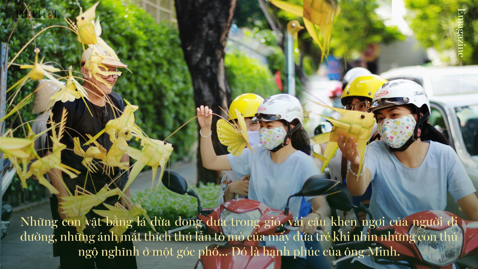 Họa sĩ già bán cào cào chở tuổi thơ đi khắp Sài Gòn - ảnh 15