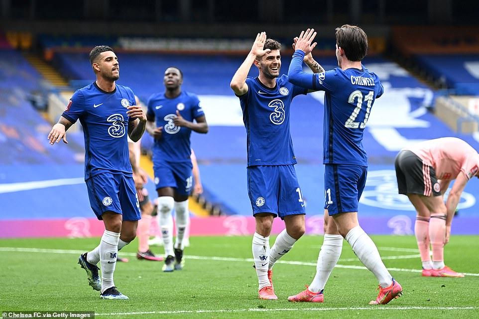 'Đốt đền' và bàn thắng muộn giúp Chelsea vào bán kết FA Cup