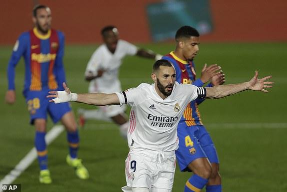 Thắng kịch tính trận siêu kinh điển, Real Madrid lên đầu bảng
