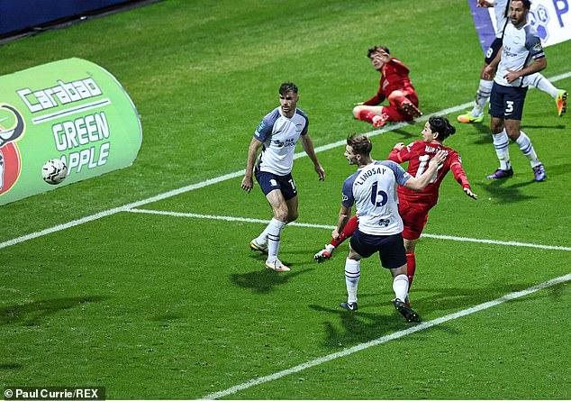 Liverpool, Leicester City và Tottenham vào tứ kết, Man. City thành cựu vương