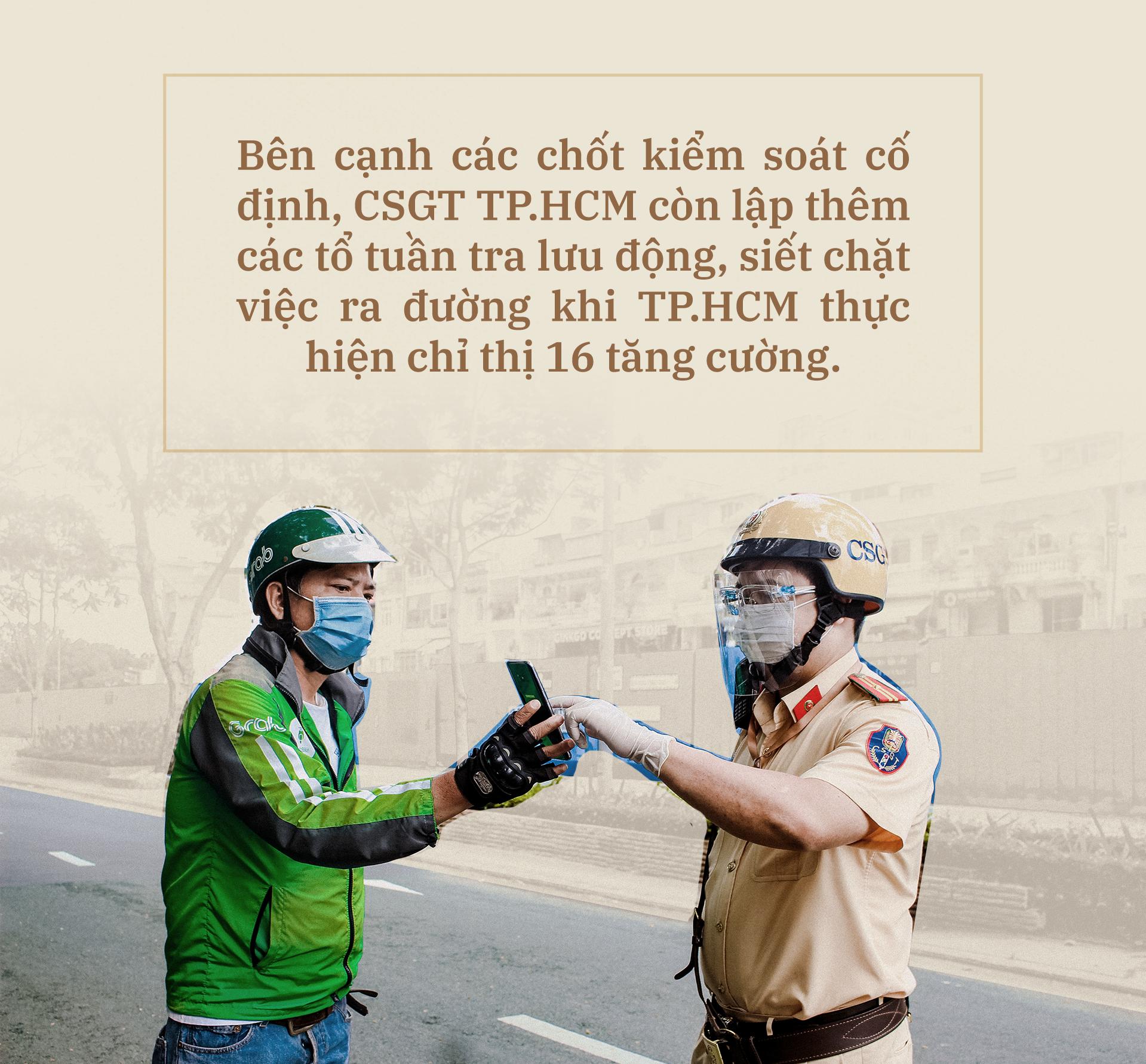 Emagazine: CSGT TP.HCM - Tấm lá chắn trong cuộc chiến với COVID-19 - ảnh 3