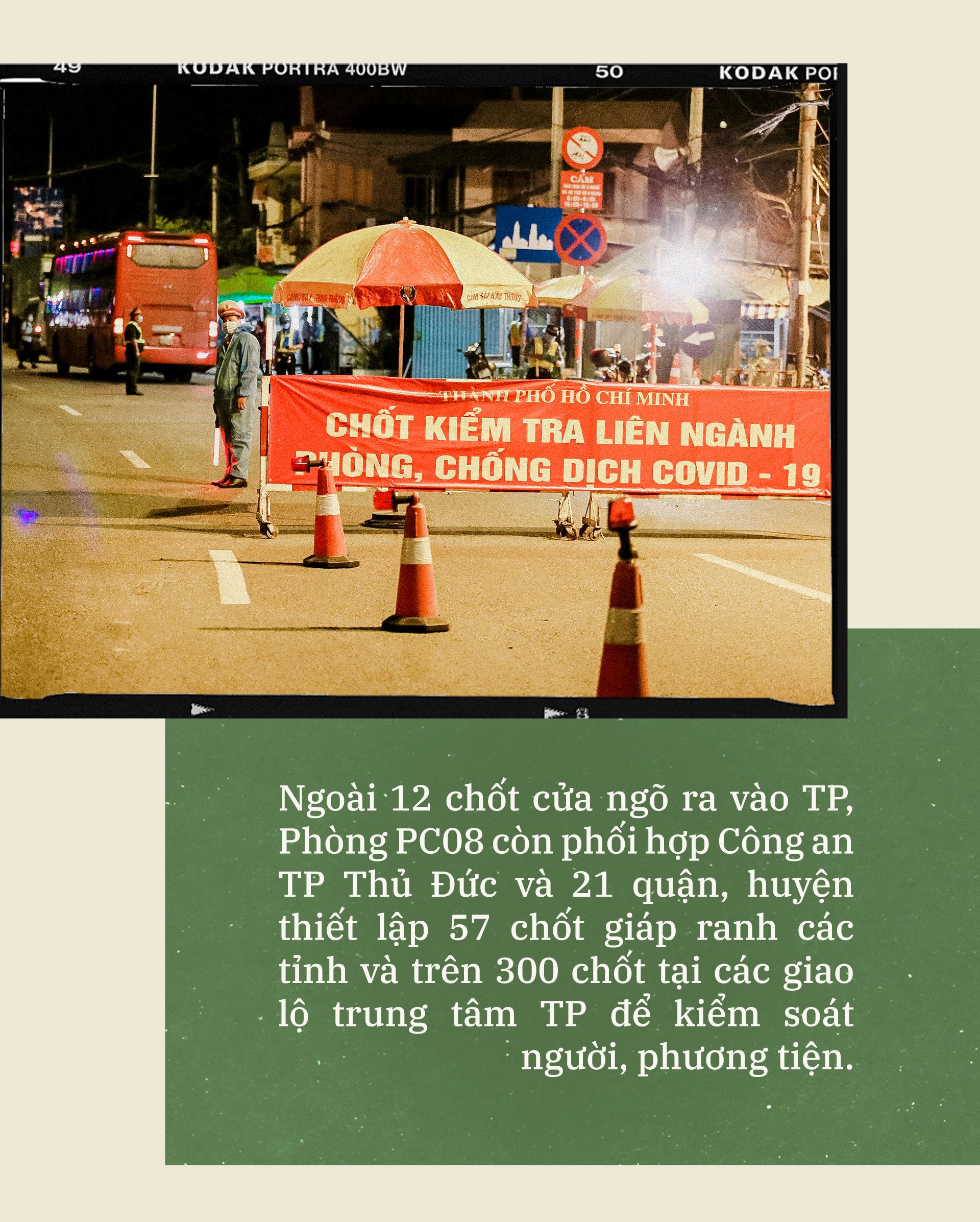 Emagazine: CSGT TP.HCM - Tấm lá chắn trong cuộc chiến với COVID-19 - ảnh 6