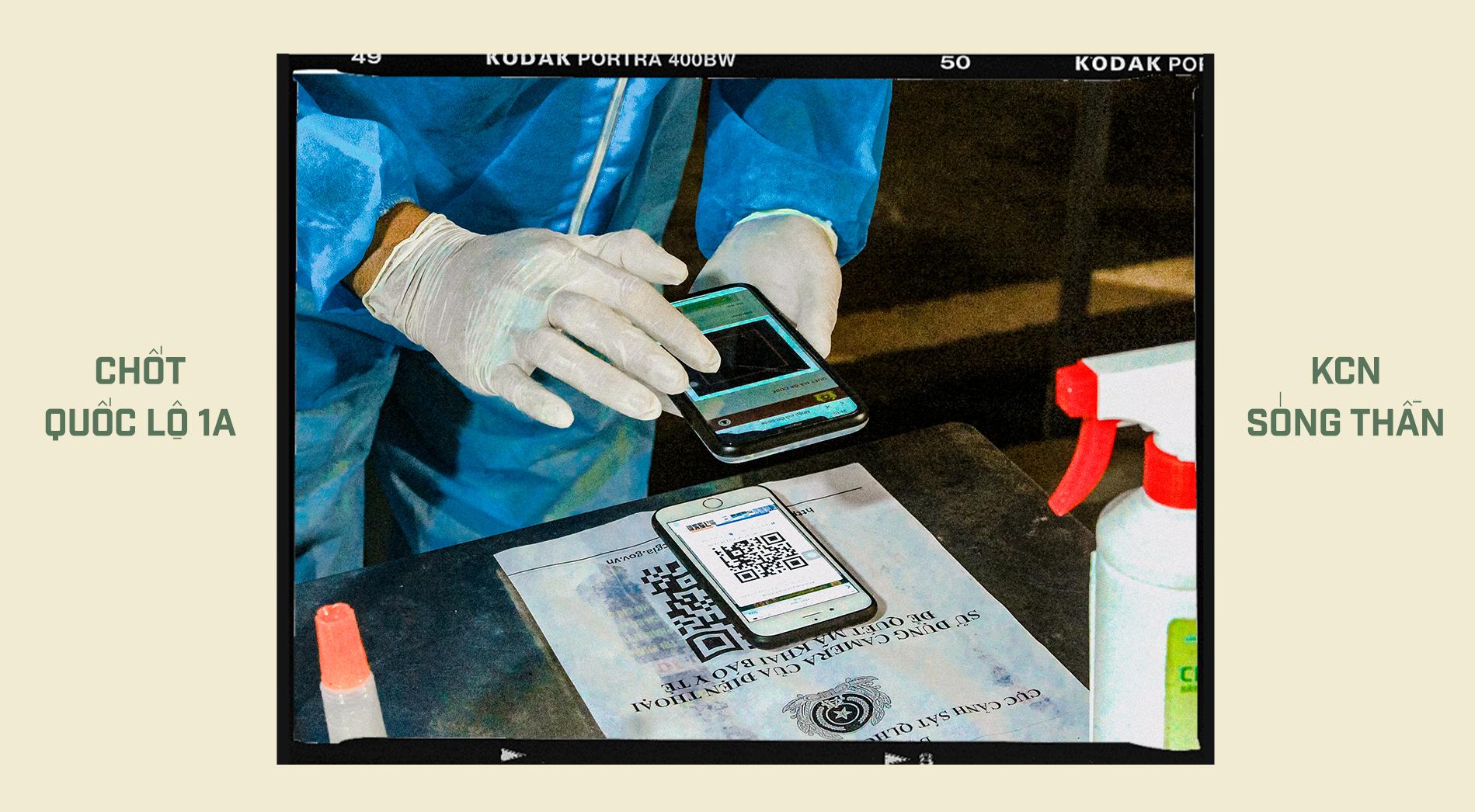 Emagazine: CSGT TP.HCM - Tấm lá chắn trong cuộc chiến với COVID-19 - ảnh 10