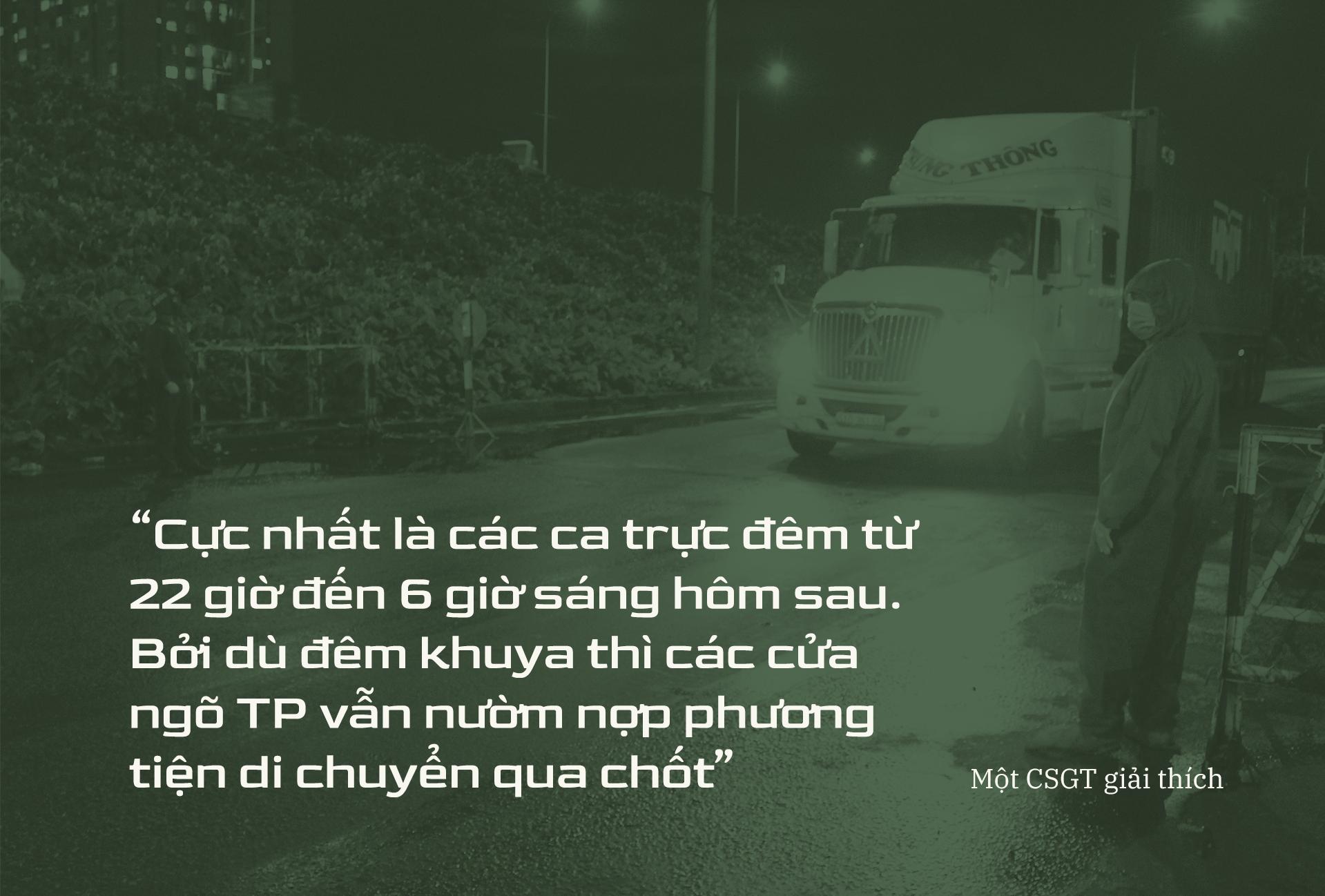 Emagazine: CSGT TP.HCM - Tấm lá chắn trong cuộc chiến với COVID-19 - ảnh 11