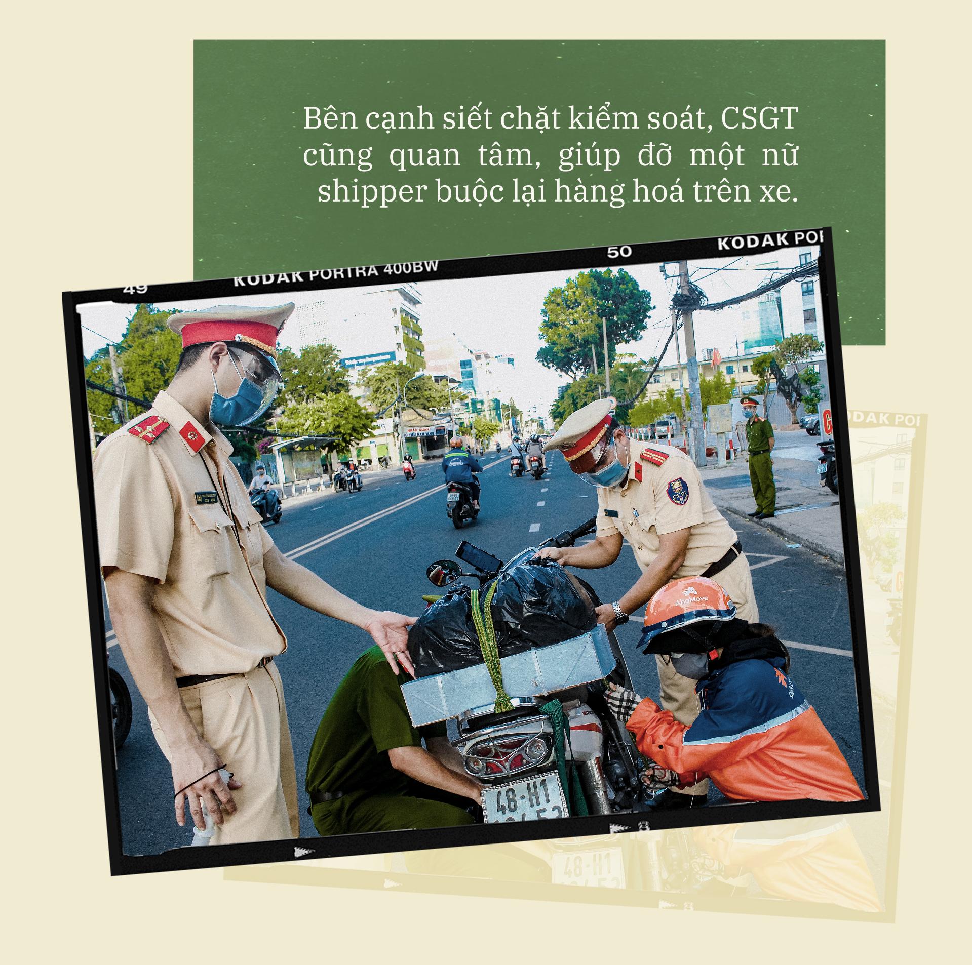 Emagazine: CSGT TP.HCM - Tấm lá chắn trong cuộc chiến với COVID-19 - ảnh 18