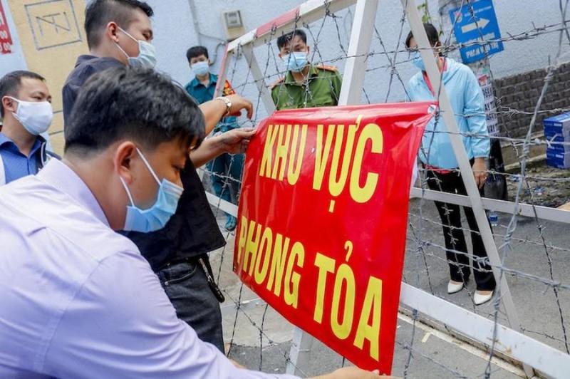 Phong tỏa 3 khu phố với gần 56.000 người ở quận Bình...