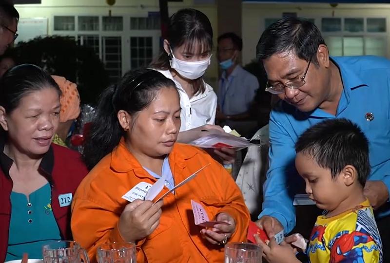 Tết sum vầy cho 250 gia đình công nhân khó khăn tại TP.HCM