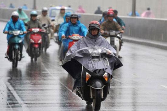 Cách đi lại bằng xe máy trong mùa mưa bão sao cho an toàn   Kinh nghiệm    PLO