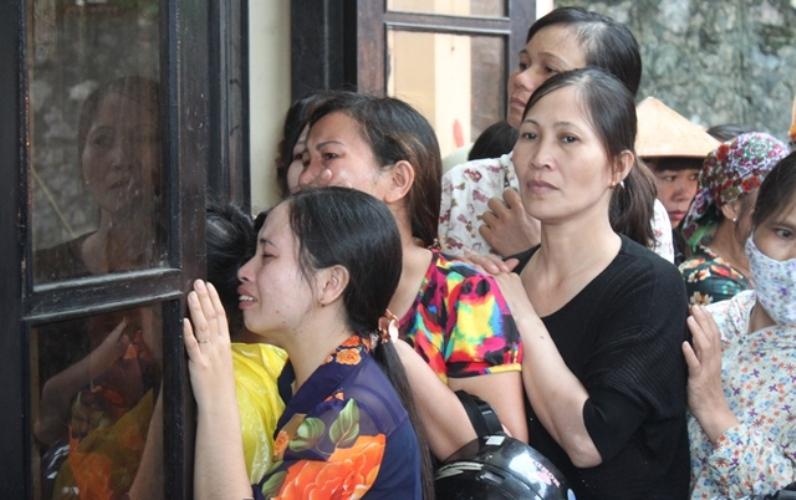 Xé lòng tiễn đưa 8 người chết trong một gia đình ở Quảng Ninh | Xã hội | PLO