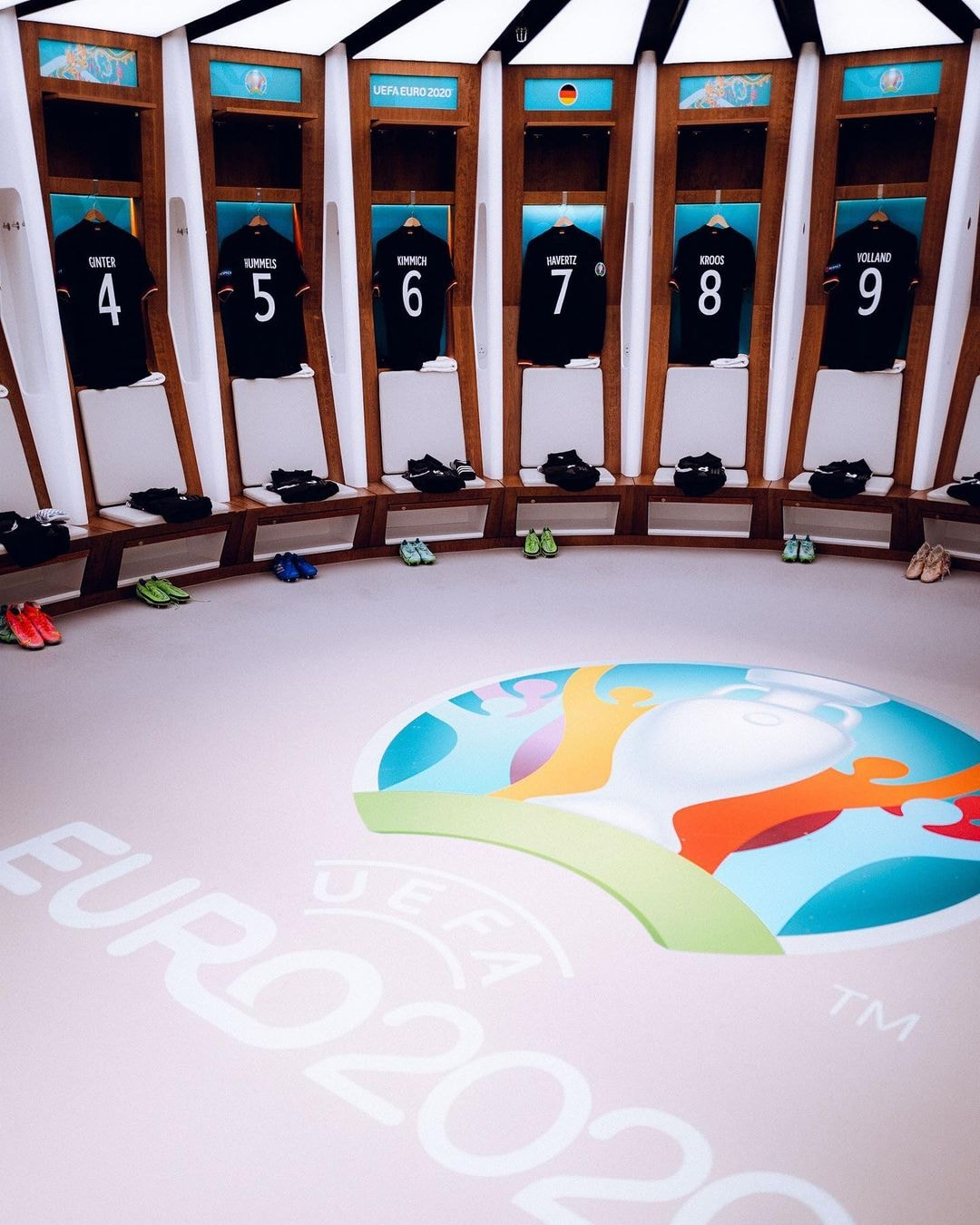 Có gì trong phòng thay trang phục ở Wembley của đội Đức?