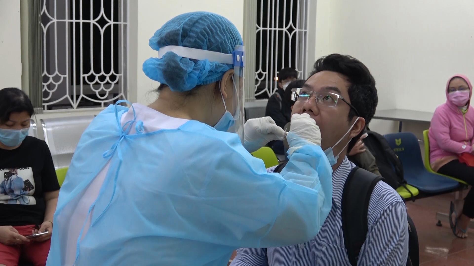 Trắng đêm xét nghiệm cho 1.800 y, bác sĩ Bệnh viện Quân Y 175