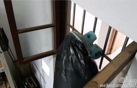 Quạt thổi không khí sạch từ bên ngoài vào phòng