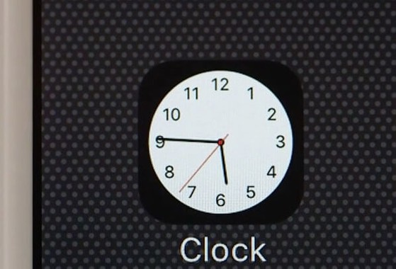 đồng hồ trên iPhone thay đổi theo thời gian thực