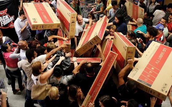 Mua hàng giá rẻ trong ngày Black Friday coi chừng mất tiền