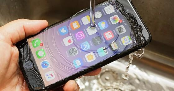 iPhone-chong-nuoc