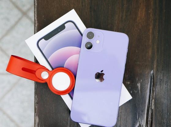 iphone-12-mini-tim-vs-airtag
