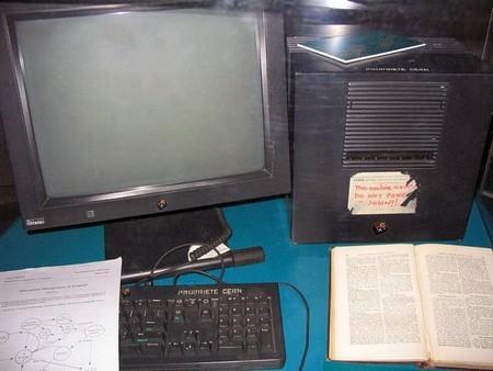 Chiếc máy tính NeXT của Tim Berners-Lee, máy chủ đầu tiên trên thế giới