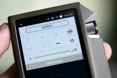 Astell & Kern AK240 sử dụng hệ điều hành Android đã được tùy biến lại, tích hợp Bluetooth 4.0, Wi-Fi...