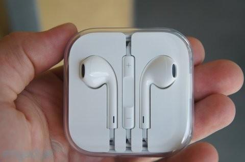 Tai nghe iPhone 5S có thể dễ dàng đánh tráo và bán lẻ với giá 500.000đ