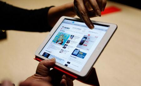 iPad 4 xuất hiện trở lại trên kệ hàng của Apple.